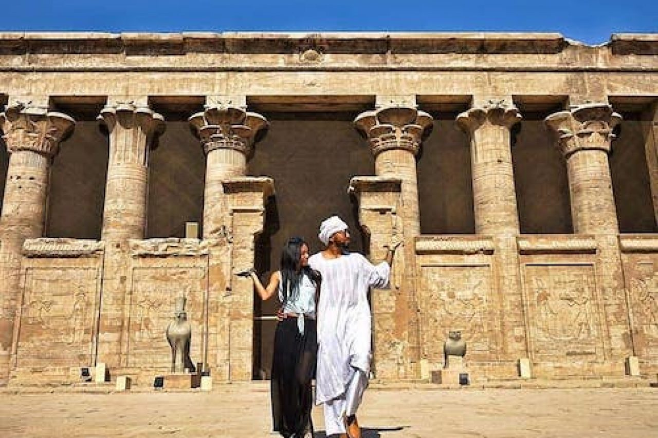 Egypt Couple Pose